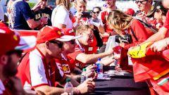 Sessione autografi di Vettel e Raikkonen