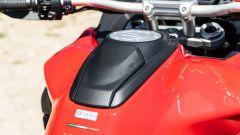 Sfida Maxi Enduro 2021: Ducati Multistrada V4 S, il vano sul serbatoio è pratico