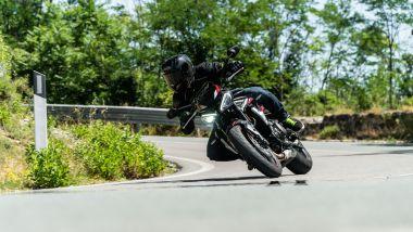 Sfida Naked medie: Triumph Street Triple R 2021, in piega