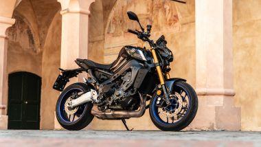 Sfida Naked medie: Yamaha MT-09 SP 2021, 3/4 anteriore