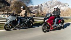 Sfida Yamaha T-Max 560 contro Honda Forza 750