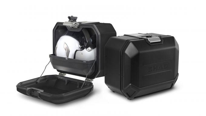 Shad Terra Black Edition: le valigie aperte