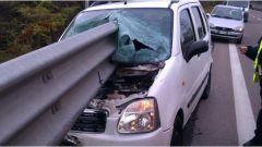 Sicurezza stradale: la pericolosità di un impatto frontale con un guardrail