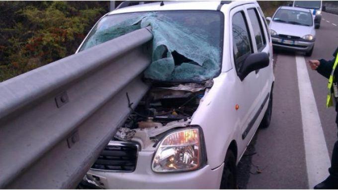 Sicurezza stradale: un grave incidente che coinvolge un guardrail in acciaio