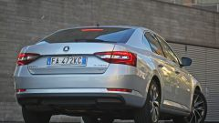 Skoda, come va la Superb 2.0 TDI Laurin&Klement DSG 4x4, vista posteriore