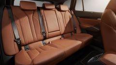 Skoda Enyaq iV 2021, interni: il divano posteriore della versione Founders, realizzata in 1.895 pezzi