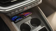Skoda Enyaq iV 2021, interni: lo spazio per il telefono nella console centrale