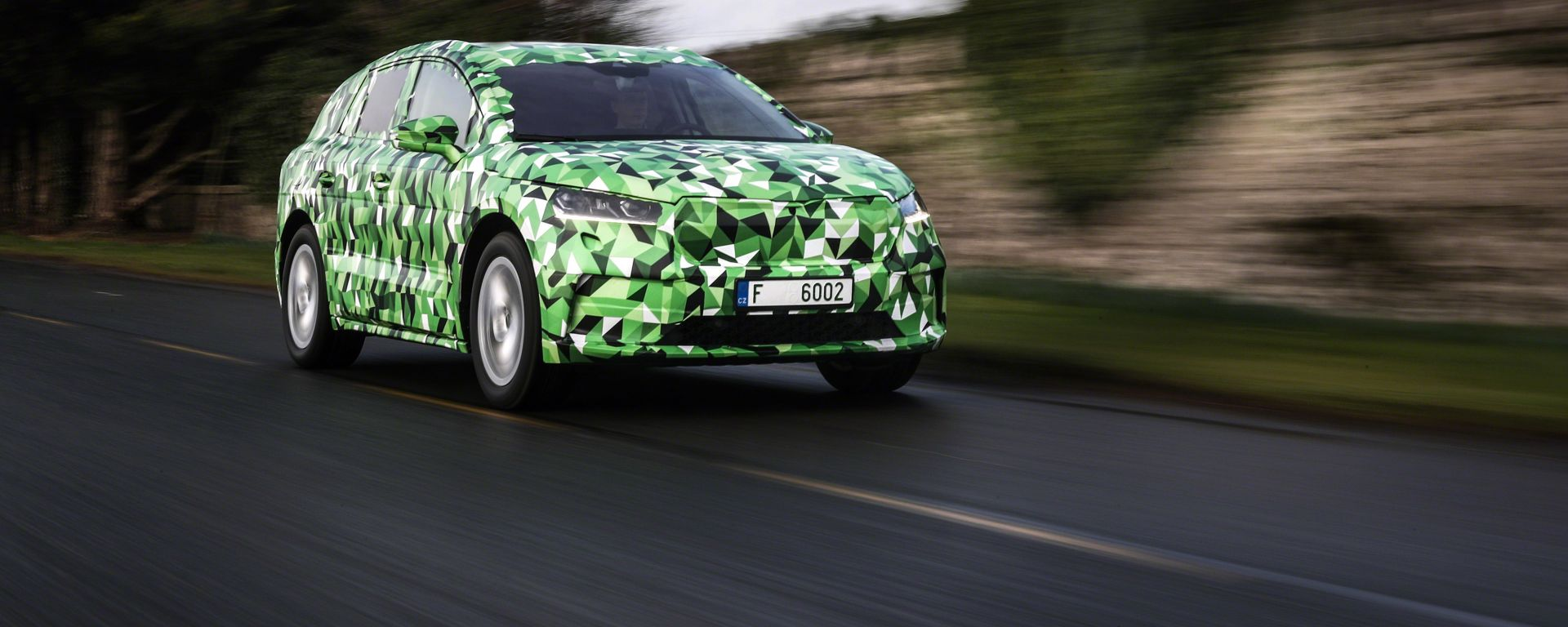 Skoda Enyaq iV: 3/4 laterale in movimento