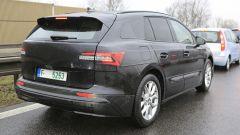 Skoda Enyaq SUV, vista 3/4 posteriore statica