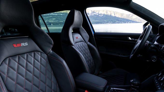 Skoda Kodiaq RS 2021: i sedili sportivi con poggiatesta integrato
