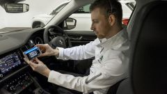 Skoda Live Tour: i venditori illustrano le auto anche con l'aiuto di telecamere mobili
