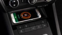 Skoda Octavia 2017, si può avere la ricarica wireless del telefonino