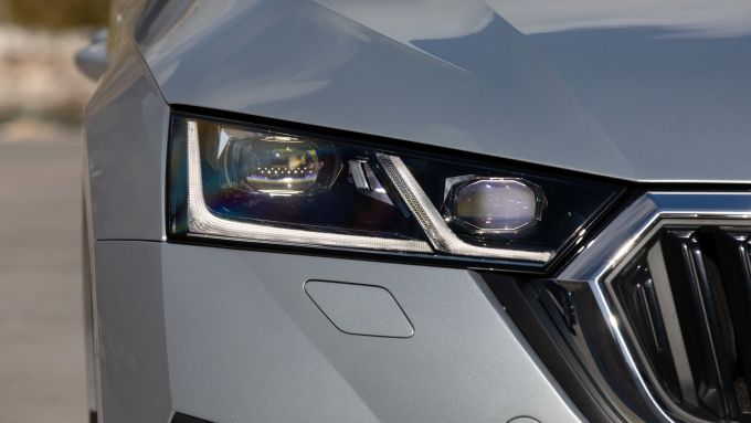 Skoda Octavia Wagon 2020, dettaglio del gruppo ottico anteriore