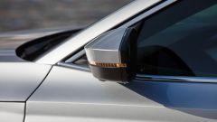 Skoda Octavia Wagon 2020, dettaglio dello specchio retrovisore con indicatore di direzione integrato