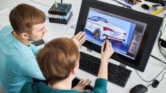 Skoda Scala spider, studenti al lavoro sul progetto al computer