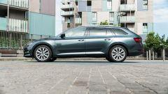 Skoda Superb Wagon 2.0 TDI DSG Style: ampie superfici a vetri e buona luminosità in abitacolo
