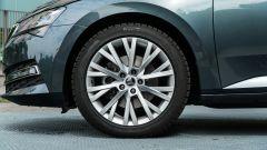 Skoda Superb Wagon 2.0 TDI DSG Style: i cerchi in lega da 18