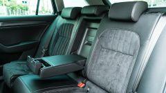 Skoda Superb Wagon 2.0 TDI DSG Style: il divanetto posteriore con il pratico bracciolo centrale