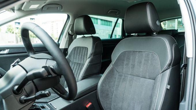 Skoda Superb Wagon 2.0 TDI DSG Style: sedili confortevoli e spazio abbondante in abitacolo
