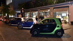 smart electric drive, per parcheggiare gratis sulle righe blu
