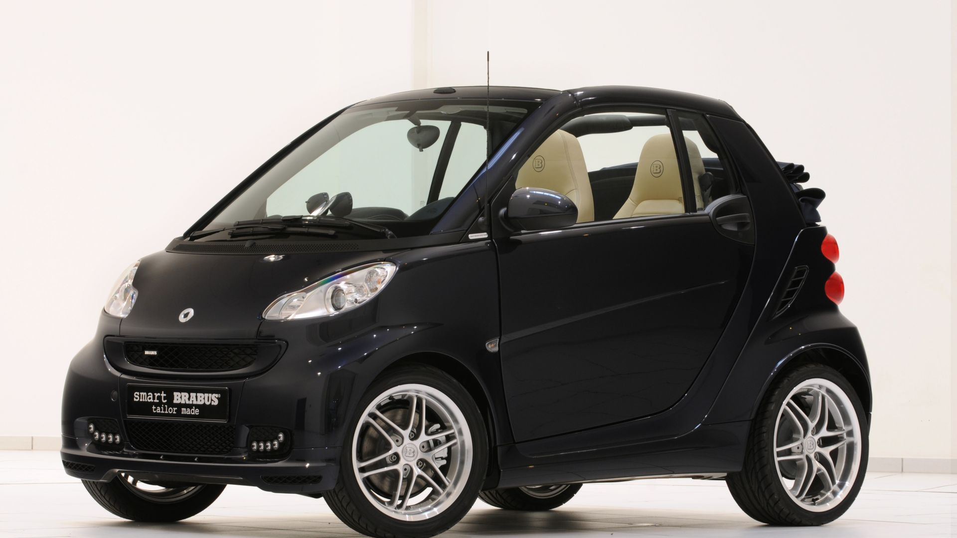 serie speciali smart fortwo cabrio brabus lableu motorbox. Black Bedroom Furniture Sets. Home Design Ideas