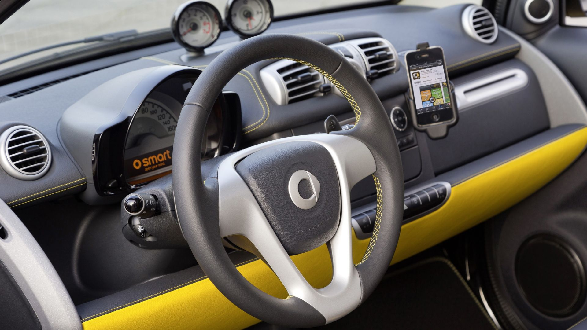 Versione speciale smart fortwo cityflame motorbox for Smart interieur