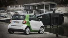 Smart Fortwo Electric Drive 2017: vista 3/4 posteriore