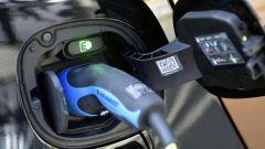 smart fortwo electric drive, si ricarica anche da comune presa di corrente