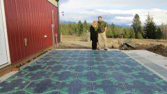 Solar Roadways: le piastrelle e i loro inventori Scott e Julie Brusaw - credit Solar Roadways®