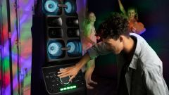 Sony High Power Audio System MHC-V90W: la torre di speaker luminosa