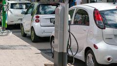 Sosta auto elettriche, permessi e divieti: le novità del CdS 2020