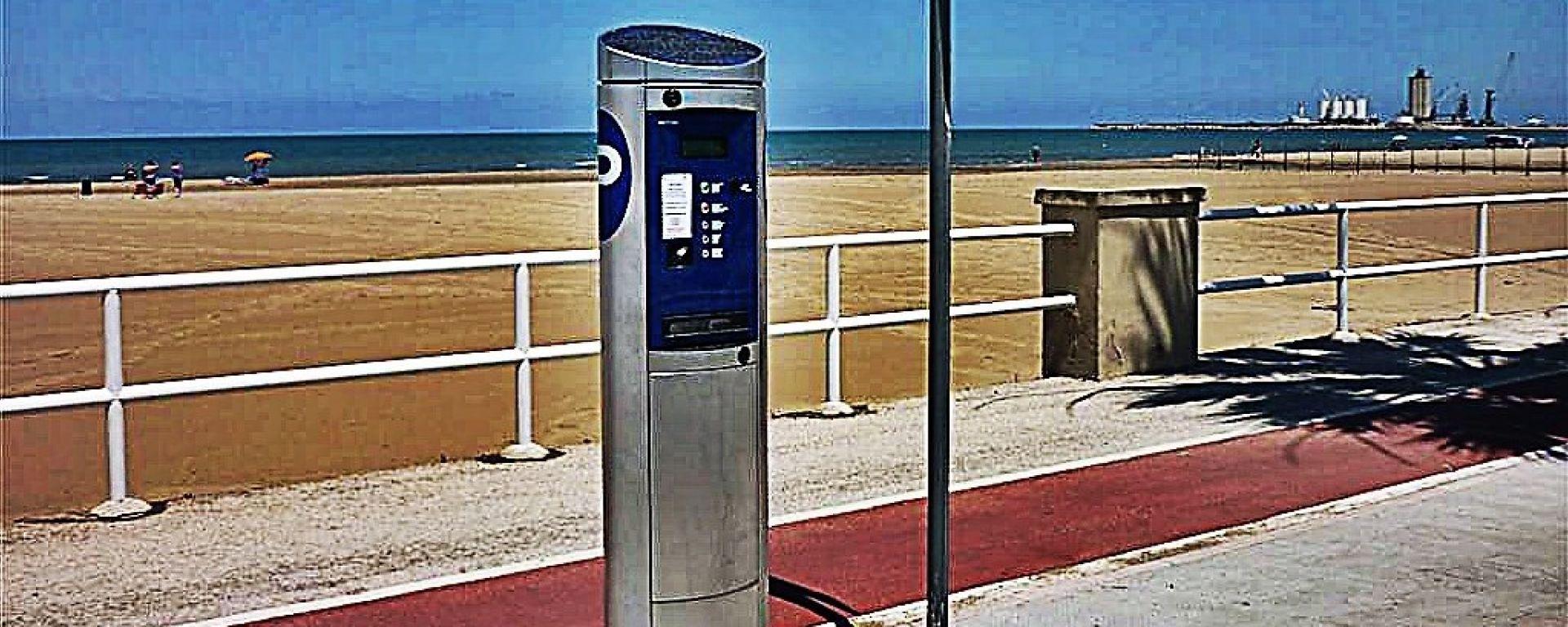 Sosta: è gratis se il parcometro non ha il bancomat. Multa se il ticket è scaduto