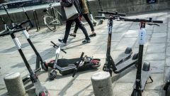 Milano, rimozione di monopattini e biciclette (privati e in sharing)