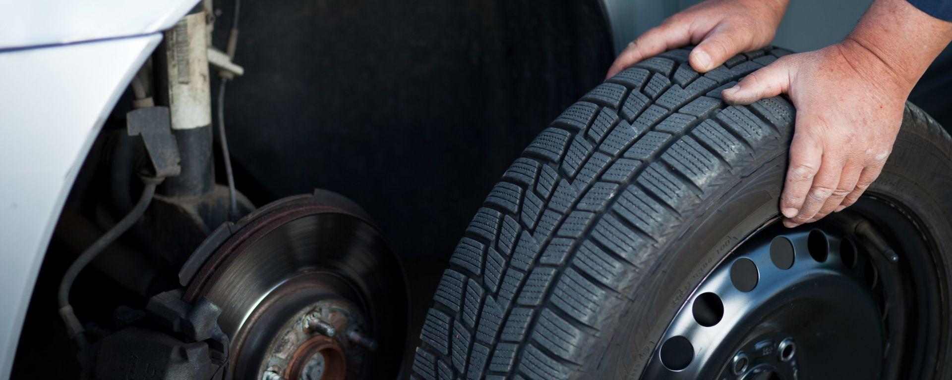 Sostituzione pneumatici invernali, proroga al 15 giugno