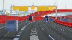 Sovrapposizione tra immagini reali e quello che vede un'auto