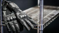 Speciale abbigliamento: guanti Ixon RS Prime