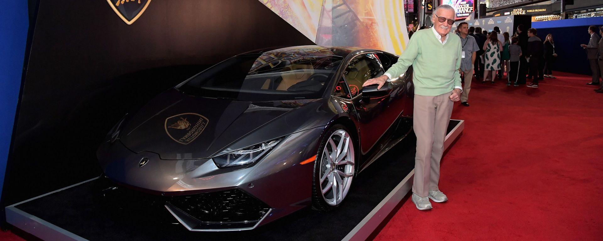 Stan Lee e la Lamborghini Huracán sul red carpet