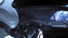 Starman alla guida di Tesla Roadster: Elon Musk spedì l'auto e il manichino nello spazio nel 2018 con SpaceX