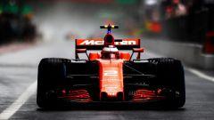 Stoffel Vandoorne in azione con la McLaren MCL32