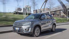 Su strada con la Suzuki Vitara Hybrid