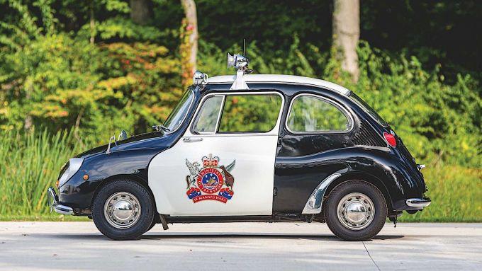 Subaru 360 Police Car: laterale con logo