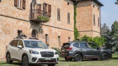 Subaru Forester e-Boxer 4dventure: Cristal White Pearl e Magnetite Grey Metallic