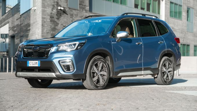 Subaru Forester e-Boxer Premium: 3/4 anteriore
