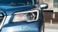 Subaru Forester e-Boxer Premium: dettaglio del faro anteriore