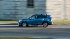 Subaru Forester e-Boxer Premium: vista laterale dinamica