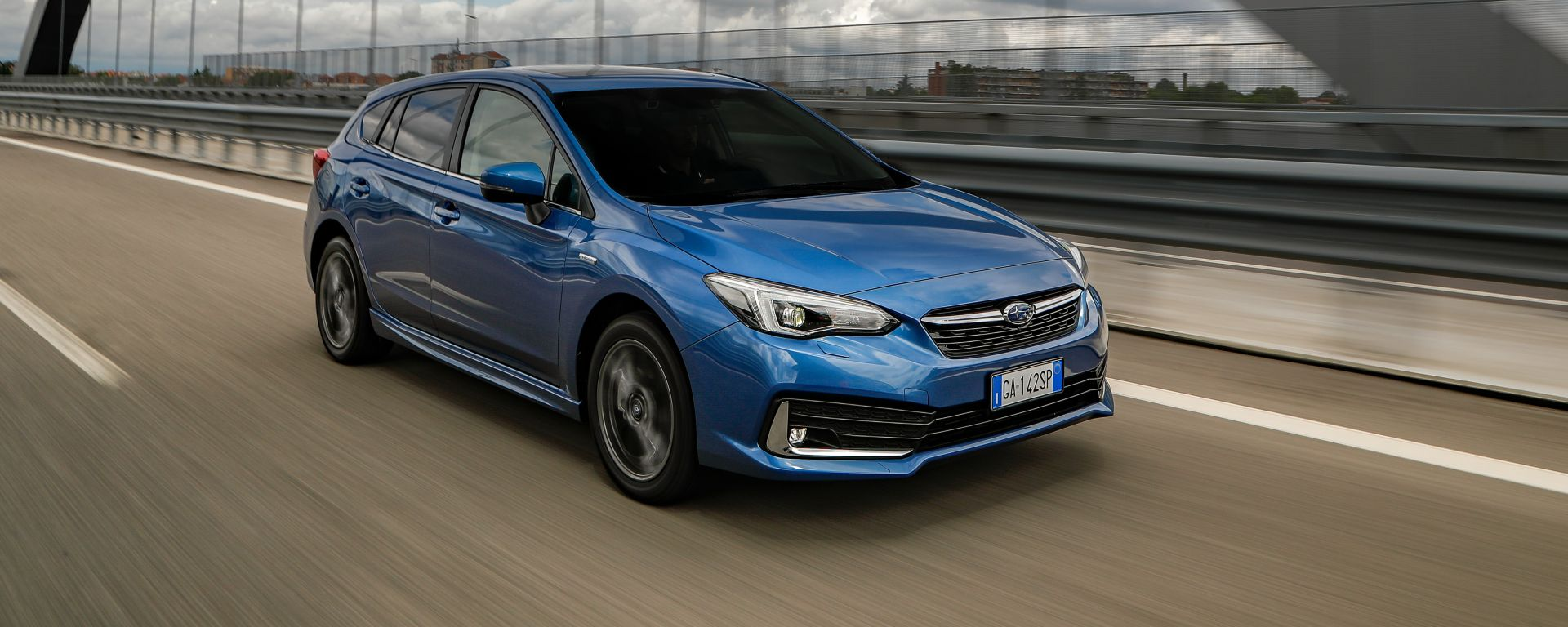 Subaru Impreza e-Boxer: il 3/4 anteriore