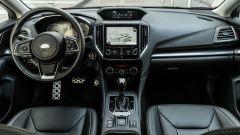 Subaru Impreza e-Boxer, interni: l'abitacolo anteriore