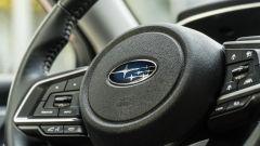 Subaru Impreza e-Boxer, interni: particolari del volante