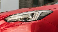 Subaru Impreza e-Boxer: particolare del faro anteriore a LED
