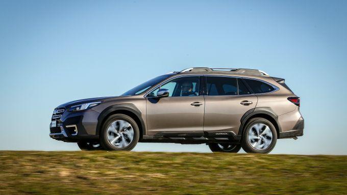 Subaru Outback 2021: il crossover si muove tanto bene su strada che fuori
